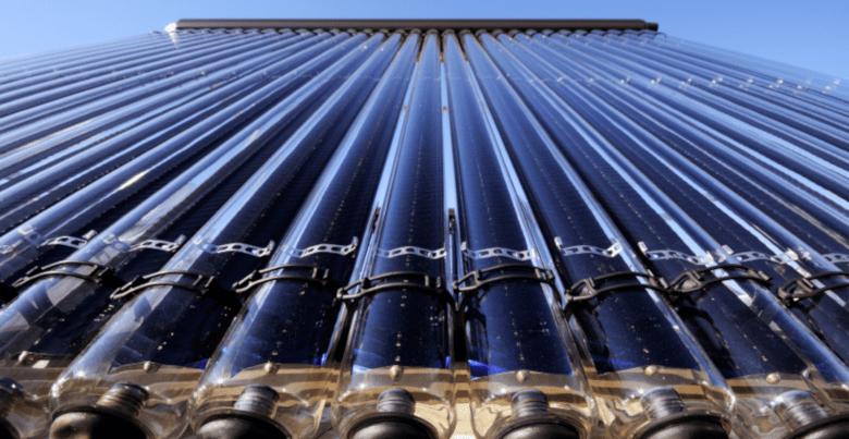 Piscine et panneaux solaires