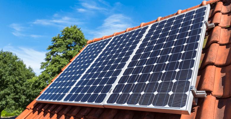 panneaux solaires sur les toits
