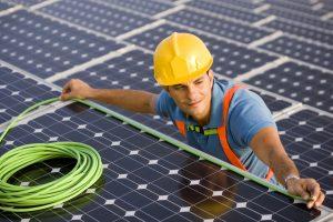 installateur de panneaux photovoltaïques : à quoi penser?