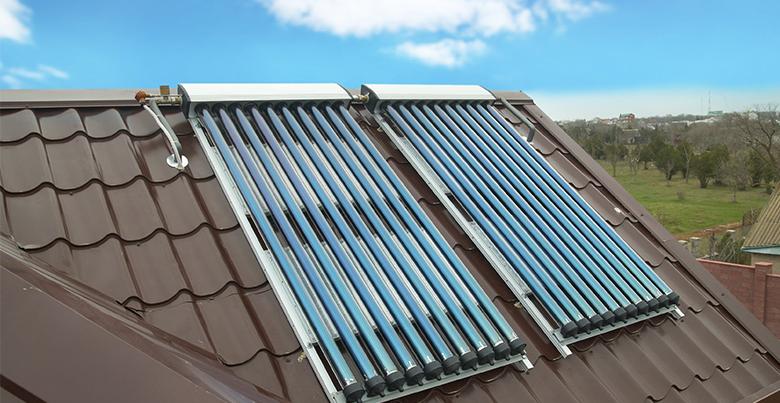 Chauffe-eau solaire sur toit