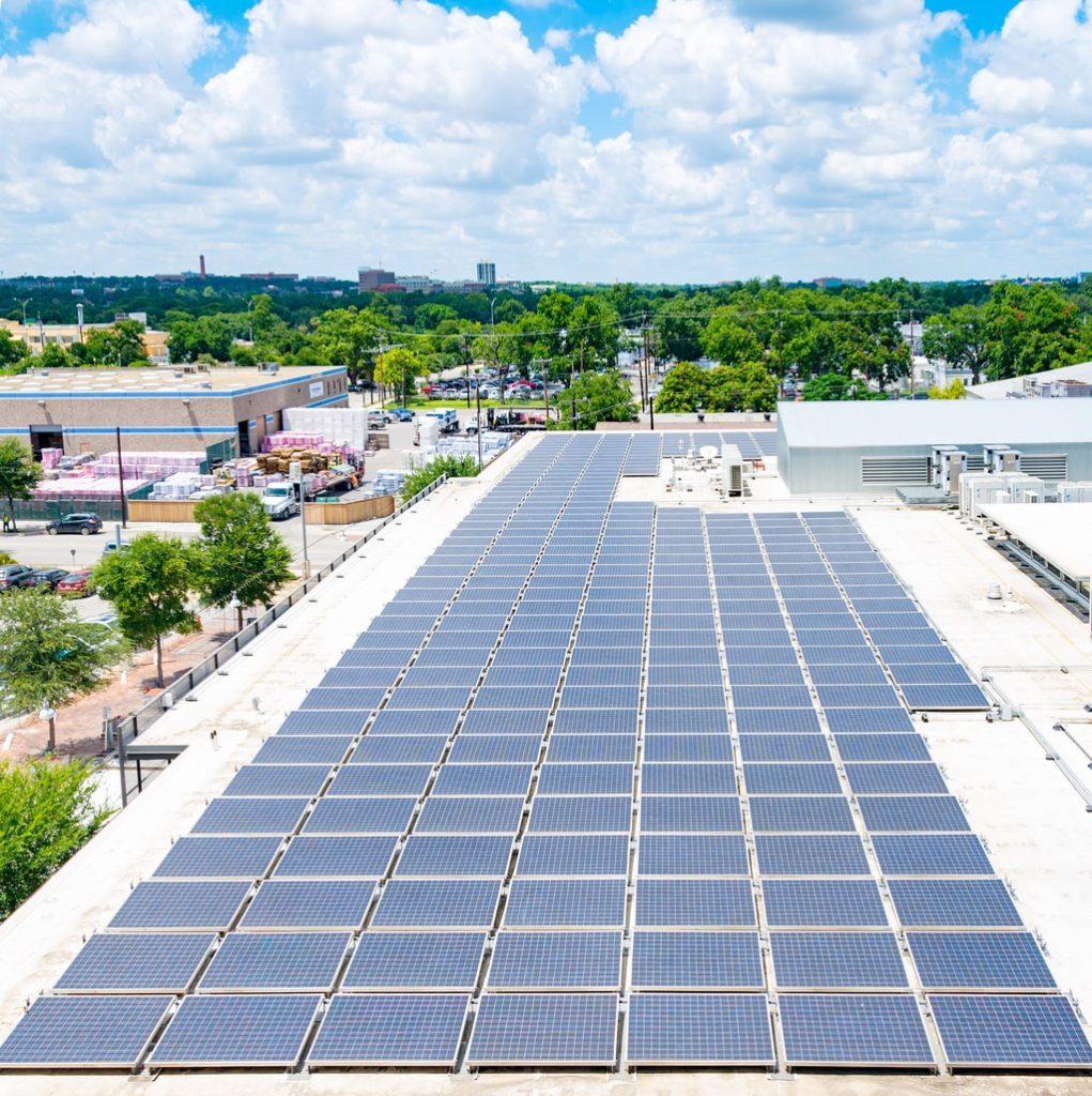 panneau solaire sur toit plat avantages