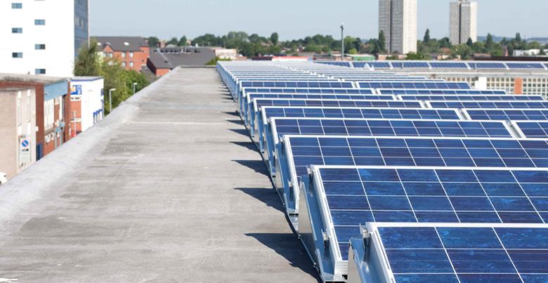 panneaux solaire sur toit plat