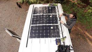 panneau solaire souple sur toit de camping car